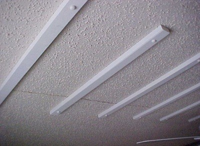 How to Temporarily Fix a Cracked Ceiling