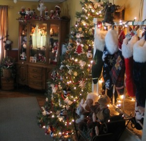 Holiday: Thrifty Christmas Decorating