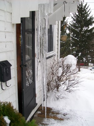 Scenery: 6 Foot Long Icicle