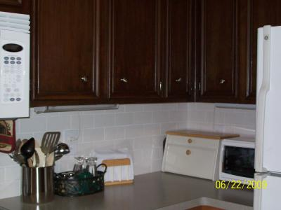 Painting kitchen cabinets to coordinate with green yellow for Chocolate brown painted kitchen cabinets