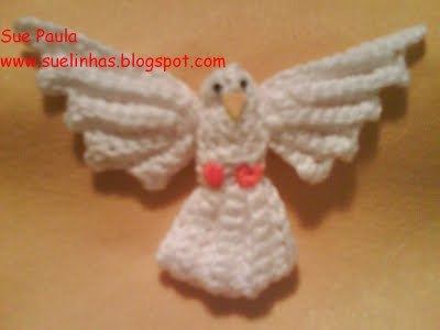 Free Crochet Pattern: Vanna's Glamour® Holiday Dove Ornament