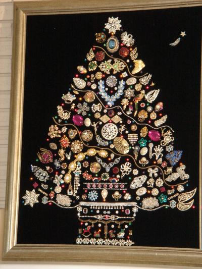 RE: Costume Jewelry Christmas Tree