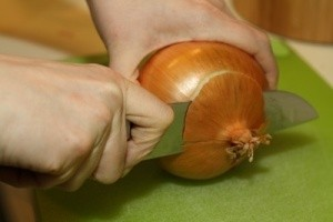 Chopping the end off an onion