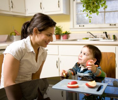 picture of a chile eating an apple