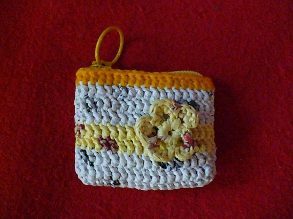 Coin purse made from crocheted plastic bags
