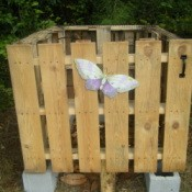 Compost bin made from pallets with door shut (no roof)