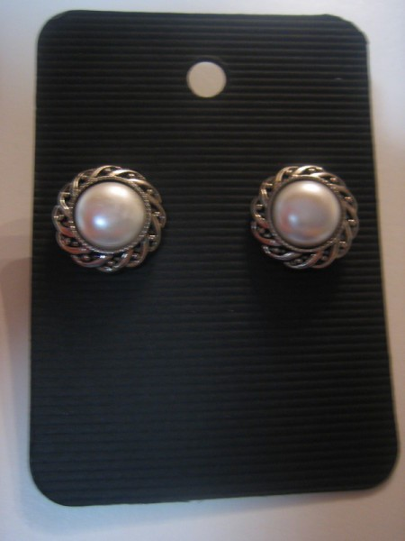 Pearly button earrings