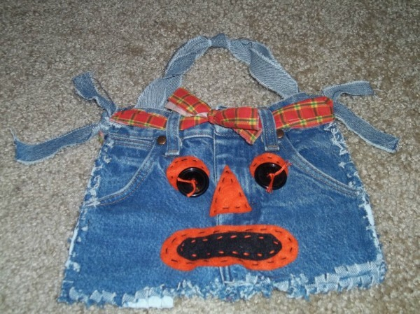 Finished Halloween jean bag, complete with face and belt.