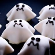 Cupcakes decorated like ghosts.