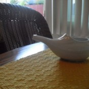 White Nedi pot on mat on table