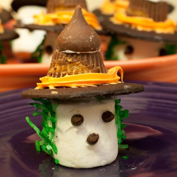 Making marshmallow witches thriftyfun for Quick and easy halloween treats to make