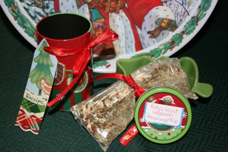 Bag of spaghetti sauce spices in baggie with Christmas tin and tag.