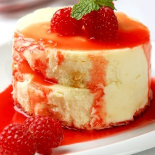 Cheesecake with fresh raspberries and sauce.