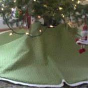 How to Make a Custom Christmas Tree Skirt