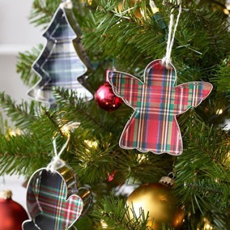 Christmas Decorating Ideas, Cookie Cutter Ornaments on a Christmas Tree
