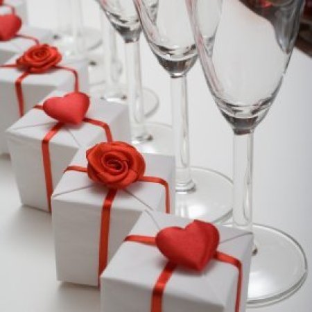 Wedding Favor Ideas for a Valentine's Day Wedding, White and red boxes for Valentine's Day wedding favors.