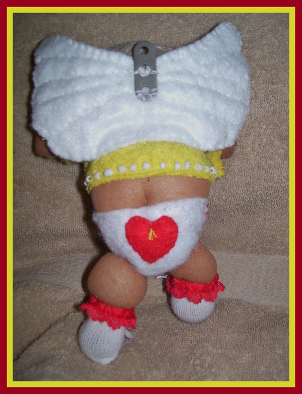 Tushy of yellow shirted Cupid, diaper detail.