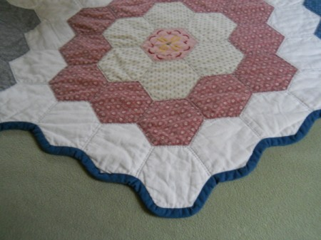 Flower Garden Quilt: Closeup of flower block on side edge.