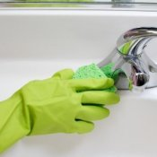 Cleaning the Bathroom Without Toxins