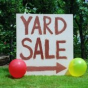 yard sale sign with balloons