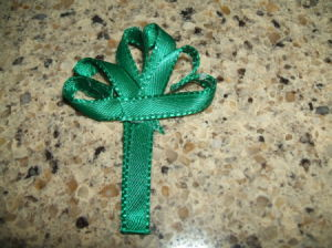 Ribbon Shamrock Pin Step 8