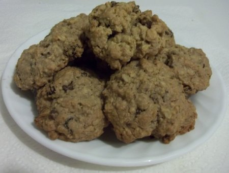 A plate of oatmeal cookies