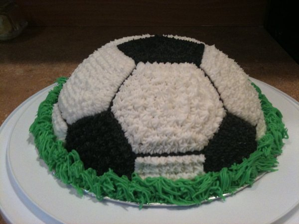 Cake Arch Balloon Design : Making A Soccer Cake ThriftyFun