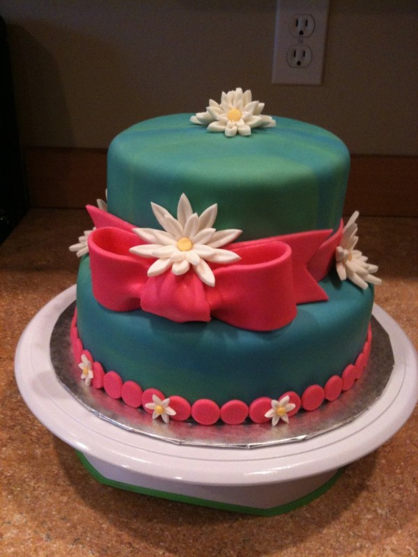 Pink Daisy Cake Decoration : Decorating Cakes With Fondant ThriftyFun
