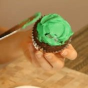 How to Make St. Patrick's Day Cupcakes
