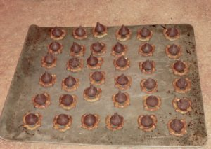 Related Pictures chocolate kiss pretzels 333x500 jpg