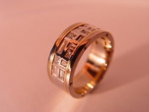 Isolated Men's Wedding Ring