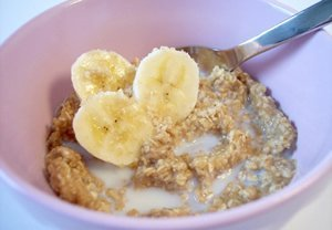 Oatmeal with bananas for hungry teens
