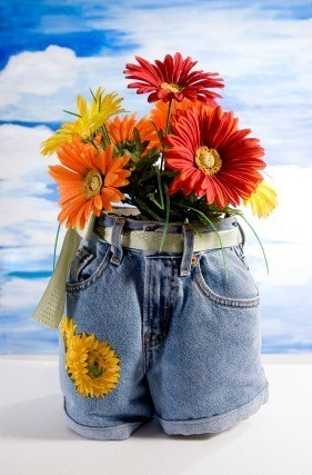 Recycled jeans planters thriftyfun for Recycled flower pots