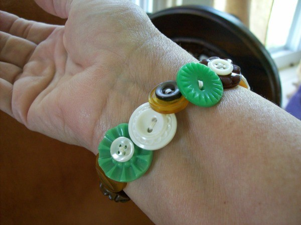 Making button bracelets thriftyfun for Michaels crafts button maker