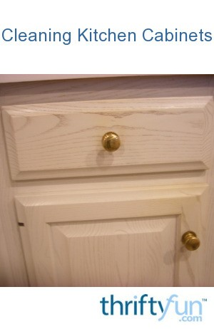 Cleaning kitchen cabinets thriftyfun for Best cleaning solution for greasy kitchen cabinets