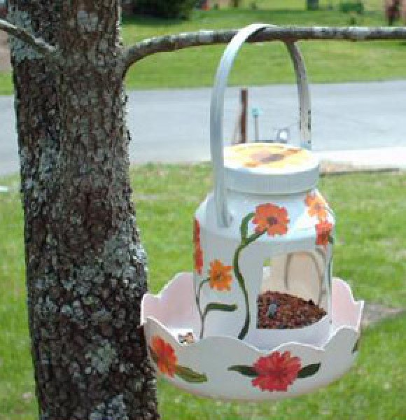 Recycled bird feeder ideas thriftyfun for How to make a bird feeder using a plastic bottle