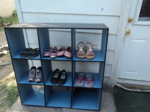 A bookshelf to organize shoes