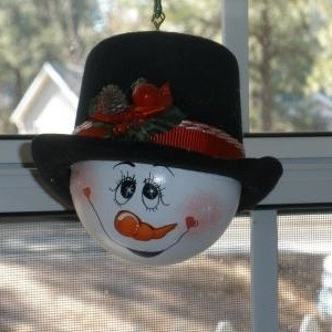 Recycled light bulb christmas ornaments thriftyfun for Snowman faces for crafts