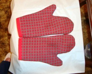 Plaid oven mitts.