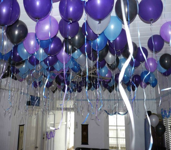 Party balloon ideas thriftyfun for Balloon decoration guide