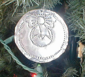 Aluminum ornament made from a pie pan