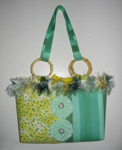 Fabric shoulder bag.