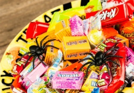 A bowl of Halloween candy.