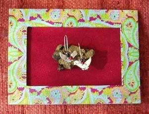 decorative frame to gift earrings