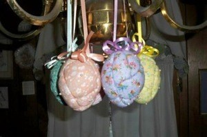 Hanging eggs in other colors.