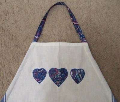 Three hearts on apron front.