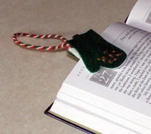 Felt bookmark in the shape of a mitten.