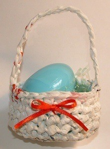 An Easter basket made from plarn.