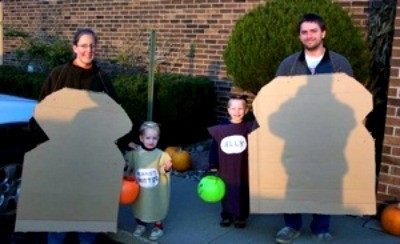 family dresses as sandwiches