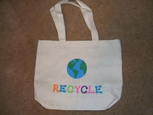 "Plain tote bag decorated with earth and ""recycle""."